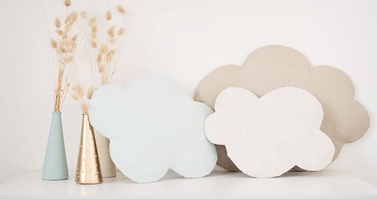 Diy d co nuage mural et molletonn en tissus for Decoration murale tissu
